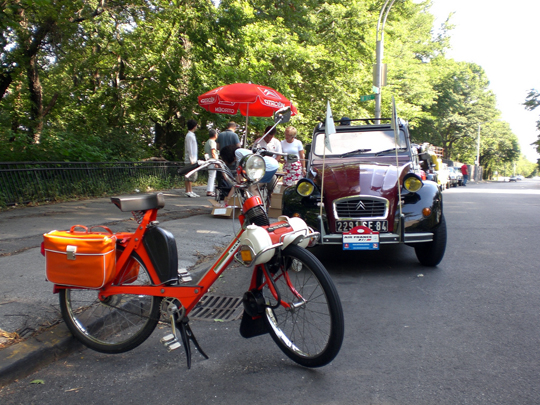 Velosolex and Citroën in Manhattan