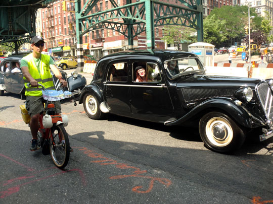 Velosolex 4600 & Citroens Traction-Avant on Broadway