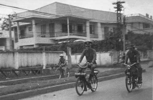 Militaire vietnamien en velosolex