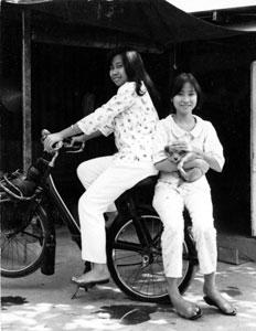 VDeux Sœurs en Solex 3800 Saigon
