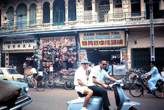 Une vietnamienne en Vélosolex
