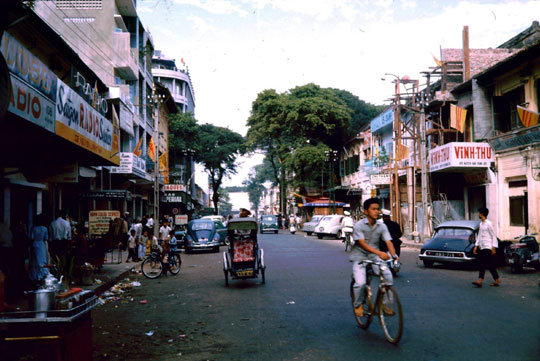 Velosolex et Citroën DS 19 Saigon 1969