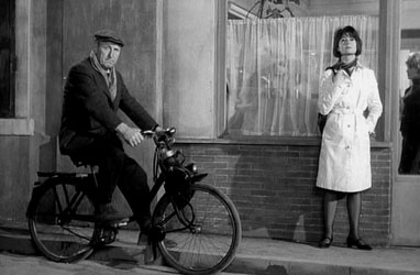 Bourvil sur son velosolex