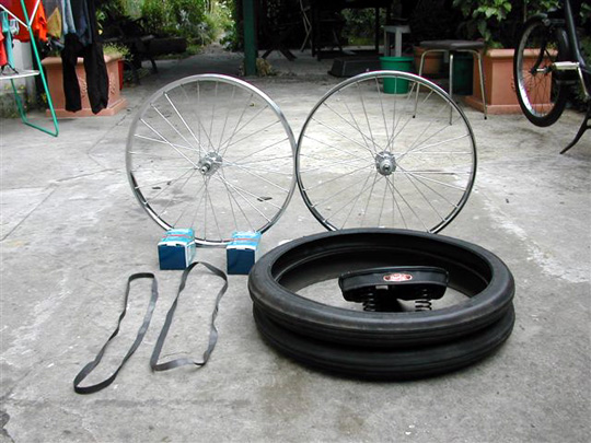 The rims, the tires, and the 'Transat' saddle